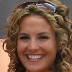 Samantha: Former NBA and NFL Cheerleader with a clinical doctorate.